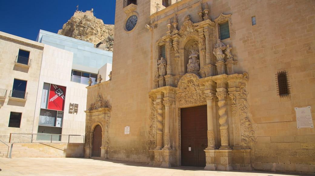 Basílica de Santa María bevat religieuze aspecten, historische architectuur en een kerk of kathedraal