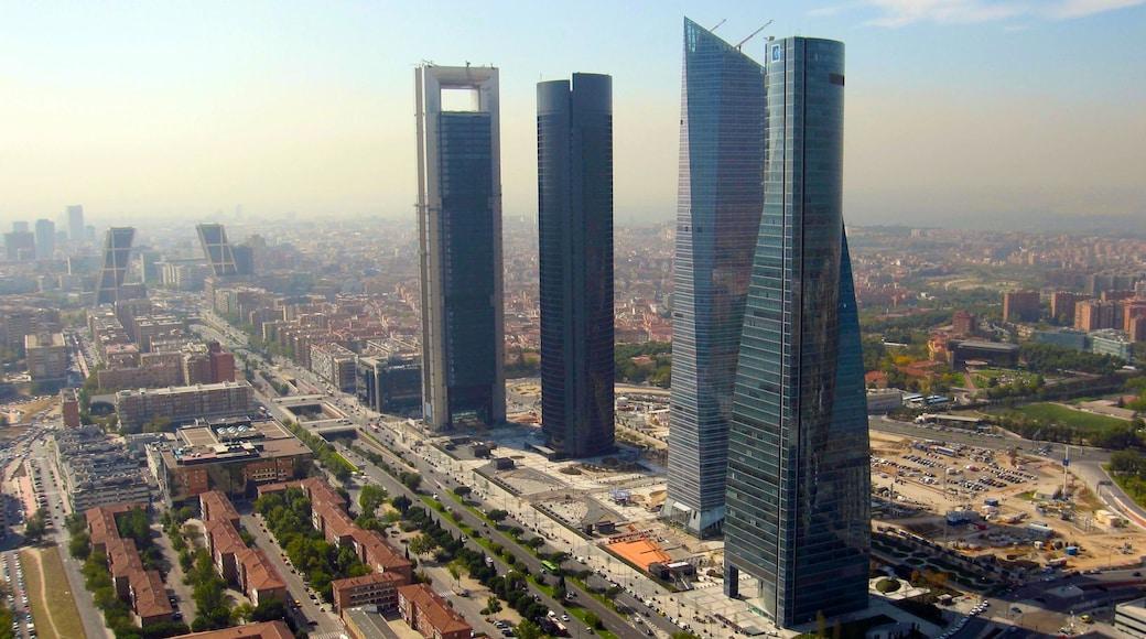 Madrid das einen Wolkenkratzer, moderne Architektur und Stadt