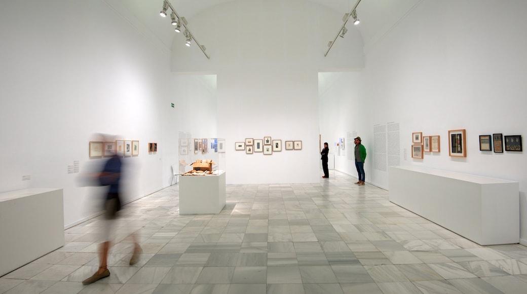 Musée Reina Sofia qui includes vues intérieures