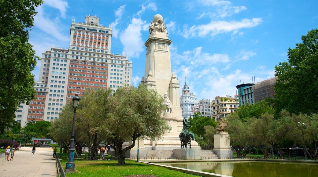 Plaza de España montrant monument, square ou place et ville