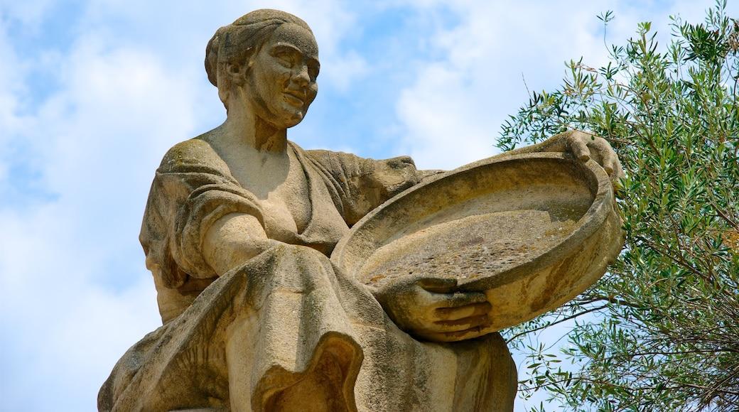 Plaza de España qui includes art en plein air et statue ou sculpture