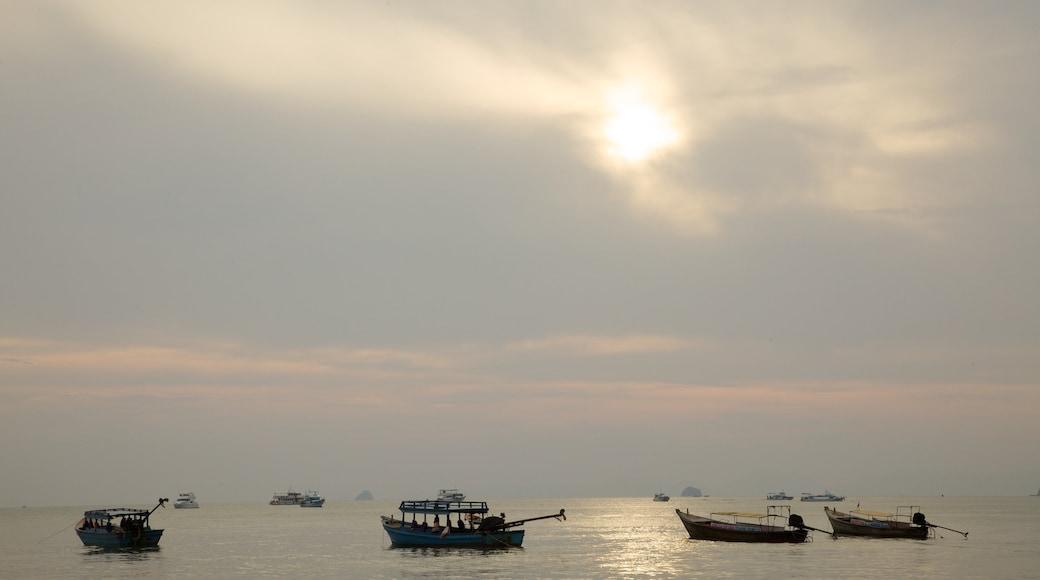 Krabi showing general coastal views, kayaking or canoeing and landscape views