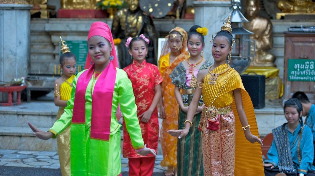 Chiang Mai có tính năng thời trang và nghệ thuật biểu diễn cũng như nhóm nhỏ