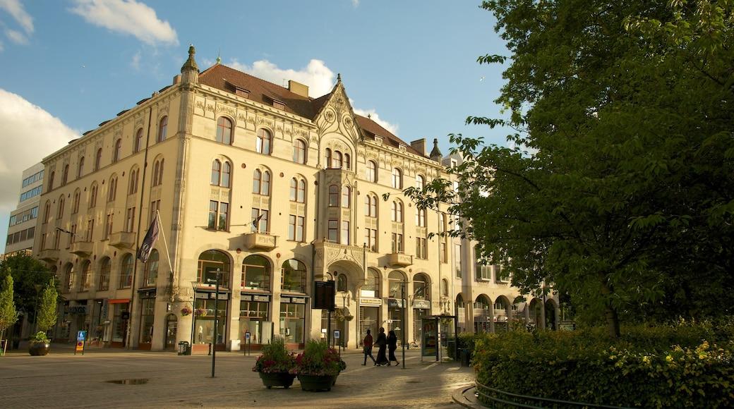 Gustav Adolfs torg presenterar en stad, historisk arkitektur och gatuliv