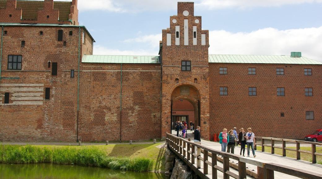 Malmöhus presenterar en bro, ett slott och historisk arkitektur
