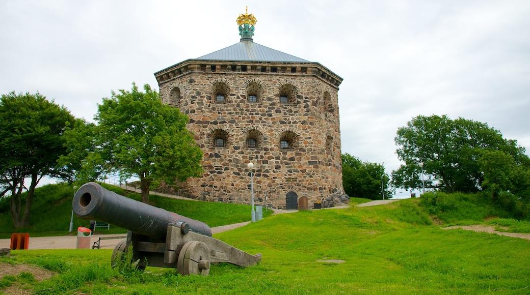 Skansen Kronan 呈现出 歷史建築, 軍事收藏品 和 城堡