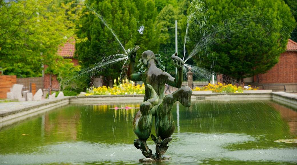 Botaniska trädgården som inkluderar en damm, en staty eller skulptur och en fontän