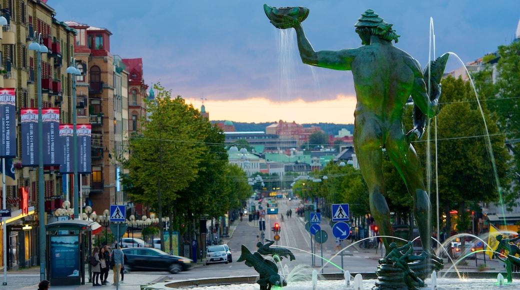 海神雕像 设有 街道景色, 噴泉 和 雕像或雕塑