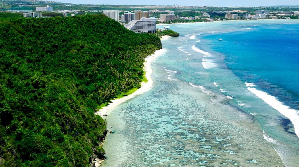 Tumon Beach das einen tropische Szenerien, Küstenort und Landschaften