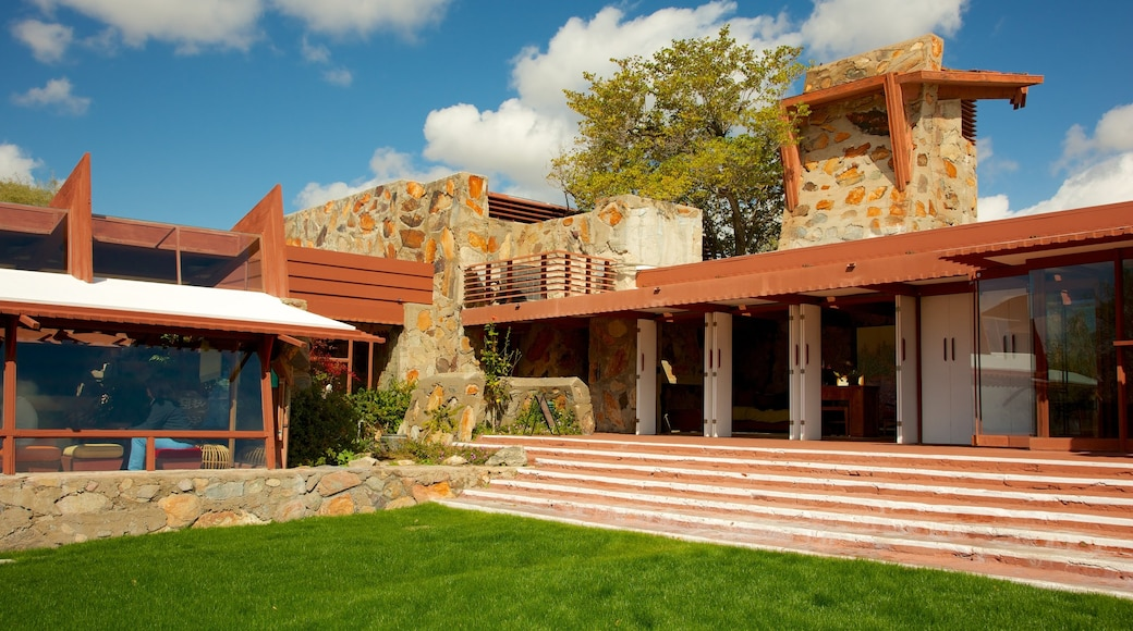 Taliesin West showing a house