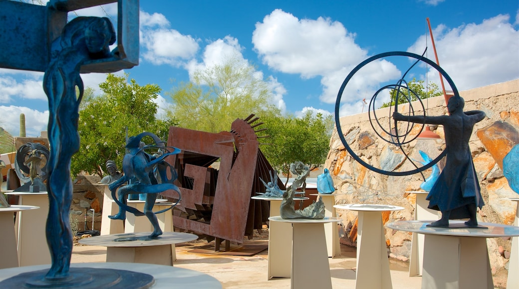 Taliesin West which includes a statue or sculpture and outdoor art