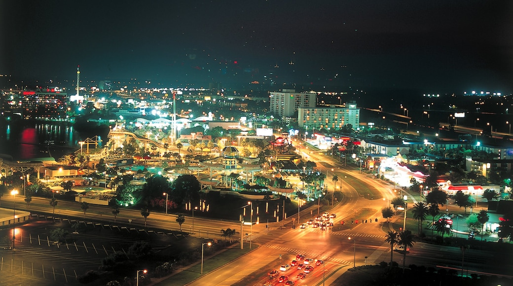 Orlando Premium Outlets International Drive showing a city, rides and night scenes