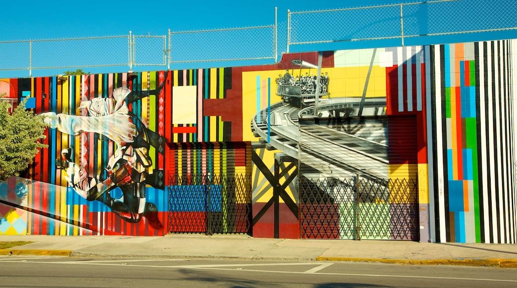 Wynwood Art District showing street scenes and outdoor art