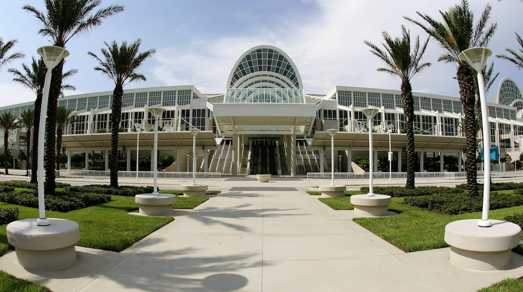 Orlando showing theater scenes and modern architecture