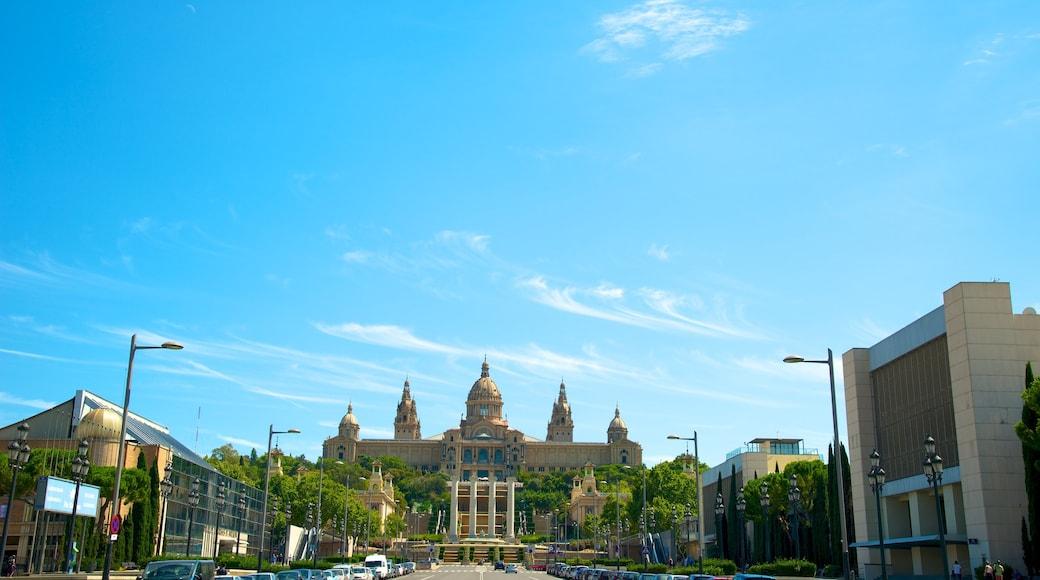 Barcelona que incluye una ciudad y escenas cotidianas