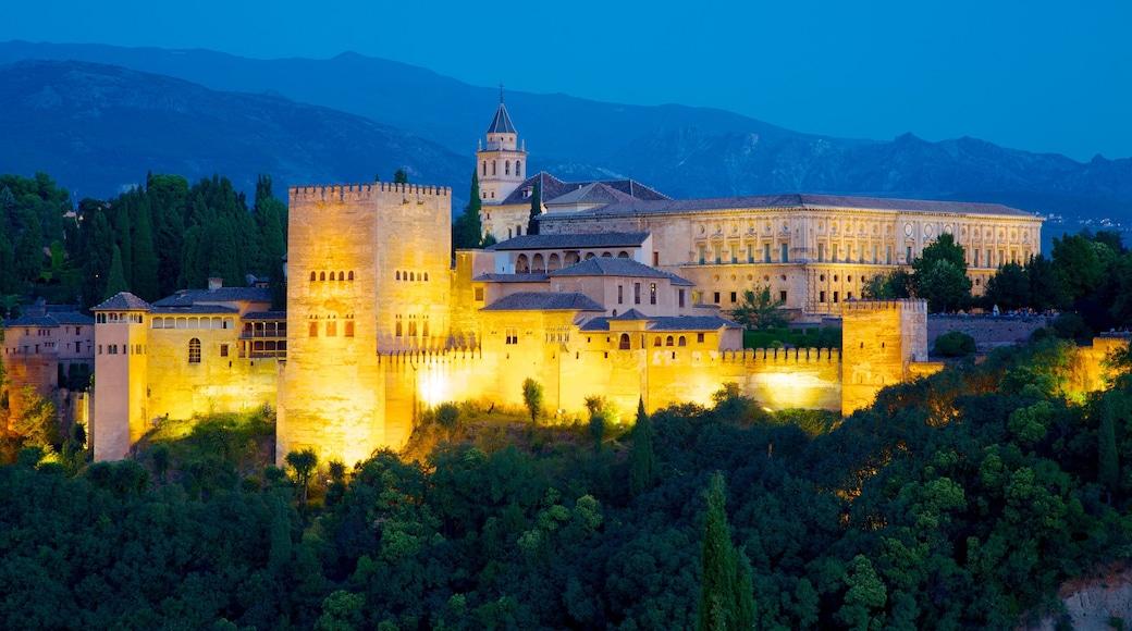 Mirador de San Nicolas featuring heritage architecture, night scenes and a castle