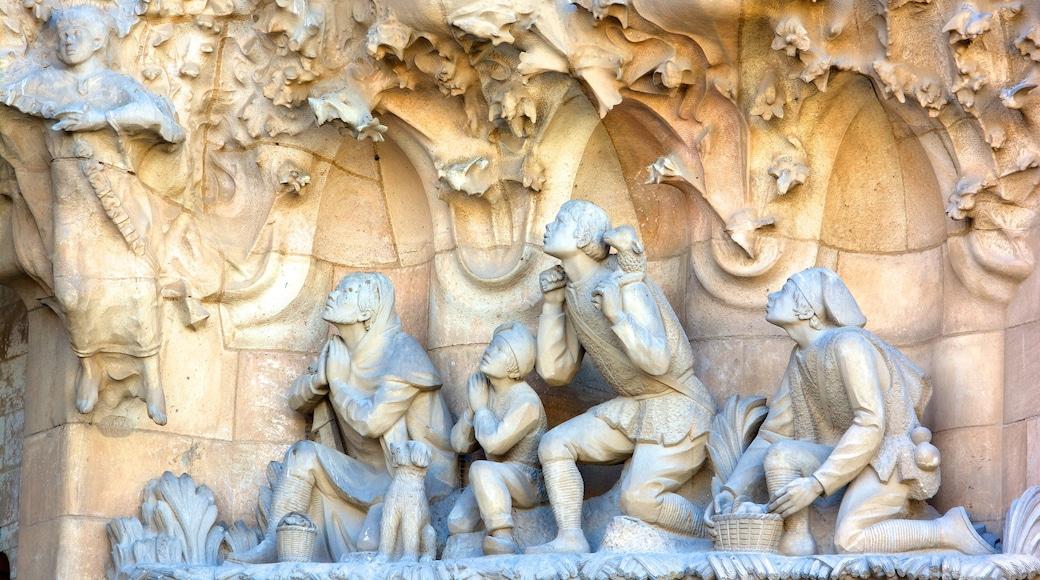 Sagrada Familia welches beinhaltet Kirche oder Kathedrale, religiöse Elemente und historische Architektur
