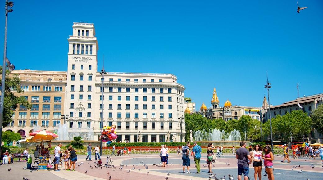 加泰隆尼亞廣場 其中包括 城市, 歷史建築 和 廣場