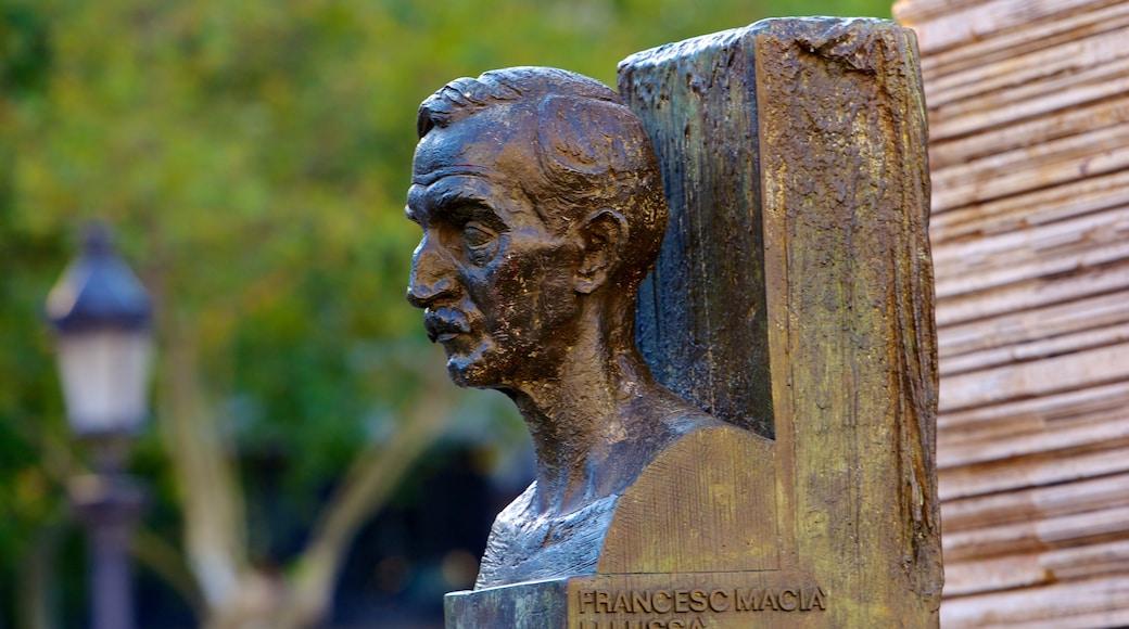 加泰隆尼亞廣場 设有 雕像或雕塑 和 戶外藝術