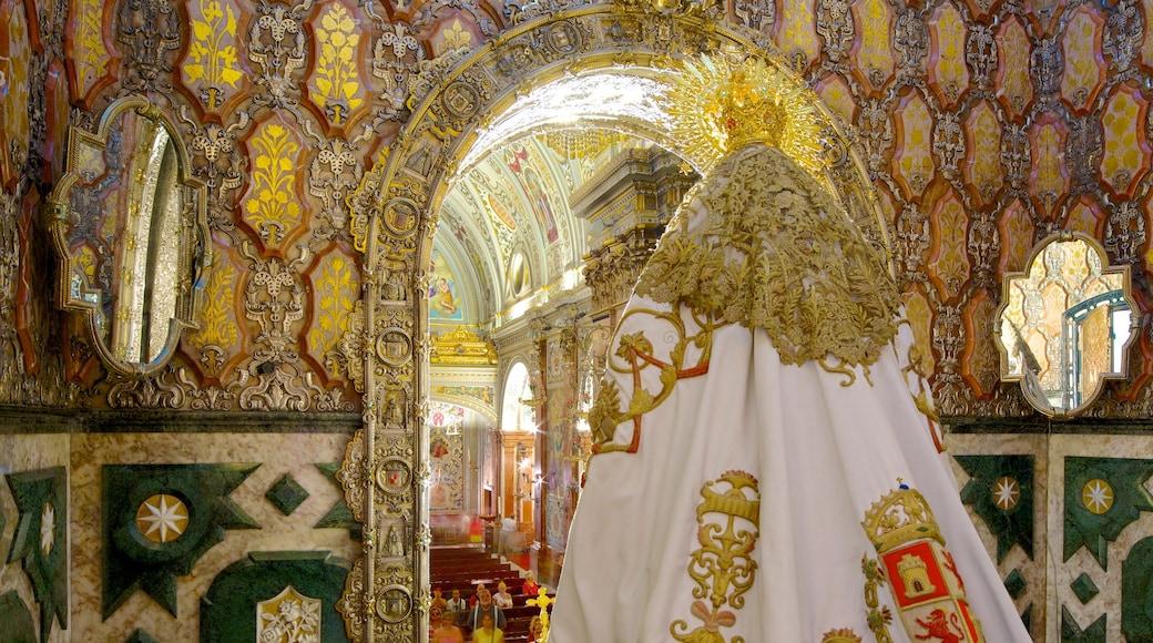 Basílica de la Macarena mit einem Innenansichten, Kirche oder Kathedrale und religiöse Aspekte