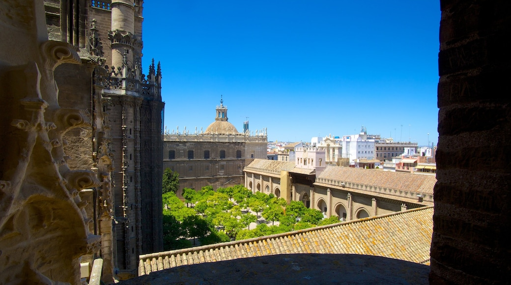 吉拉達塔 其中包括 城市, 歷史建築 和 教堂或大教堂