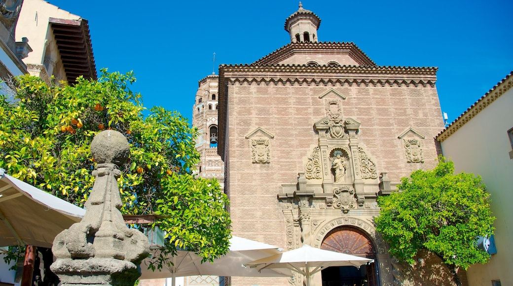 Poble Espanyol showing heritage architecture and a church or cathedral