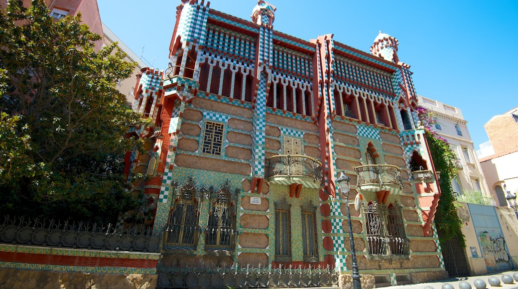 Casa Vicens showing a house, a city and heritage architecture