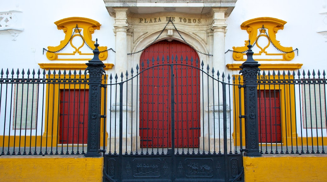 Plaza de Toros de la Real Maestranza som inkluderar skyltar