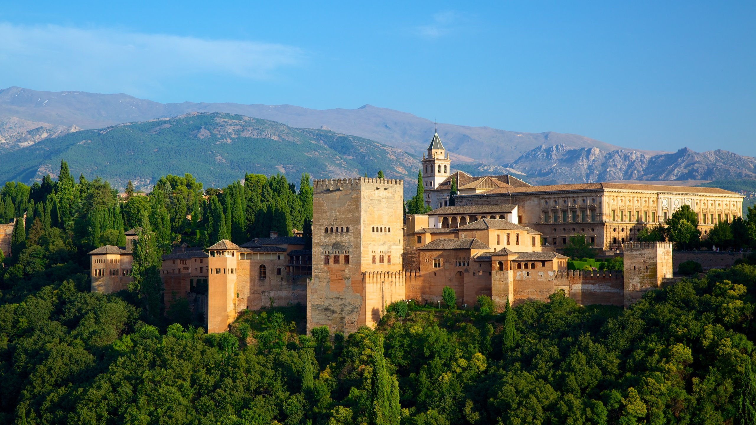 One of the most popular hilltop lookouts in Spain offers incredible views of the city of Granada, the Alhambra and the mountainous landscape beyond.