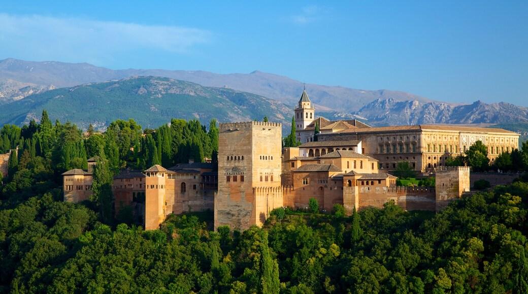 Mirador de San Nicolas showing château or palace, landscape views and heritage architecture