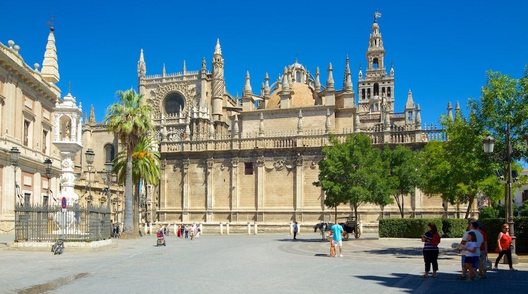 Kathedrale von Sevilla das einen Kirche oder Kathedrale, Platz oder Plaza und historische Architektur