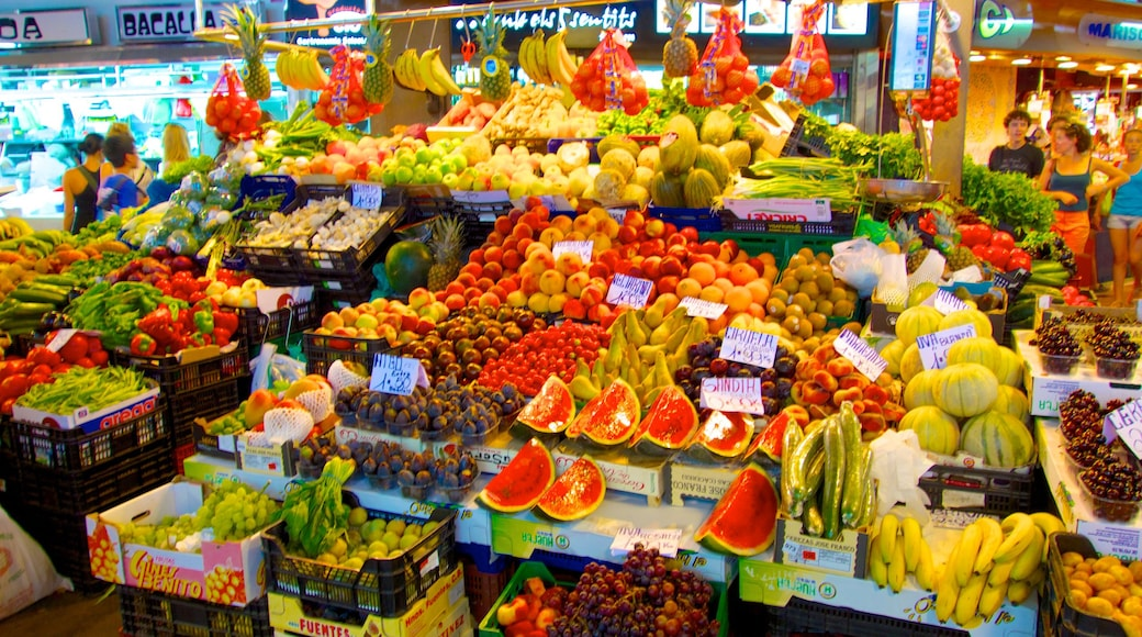 Boqueria Market 呈现出 食物 和 市場