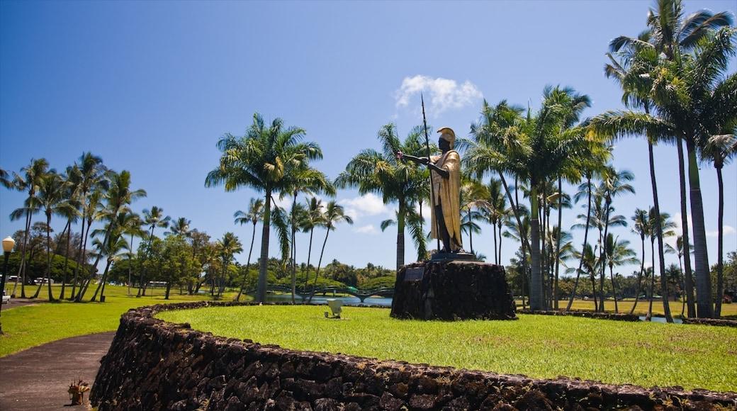 Kamehameha 國王雕像 设有 古蹟, 熱帶風景 和 公園