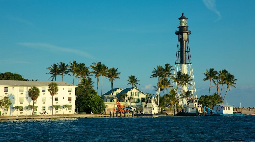 Fort Lauderdale mit einem tropische Szenerien, Bucht oder Hafen und Leuchtturm
