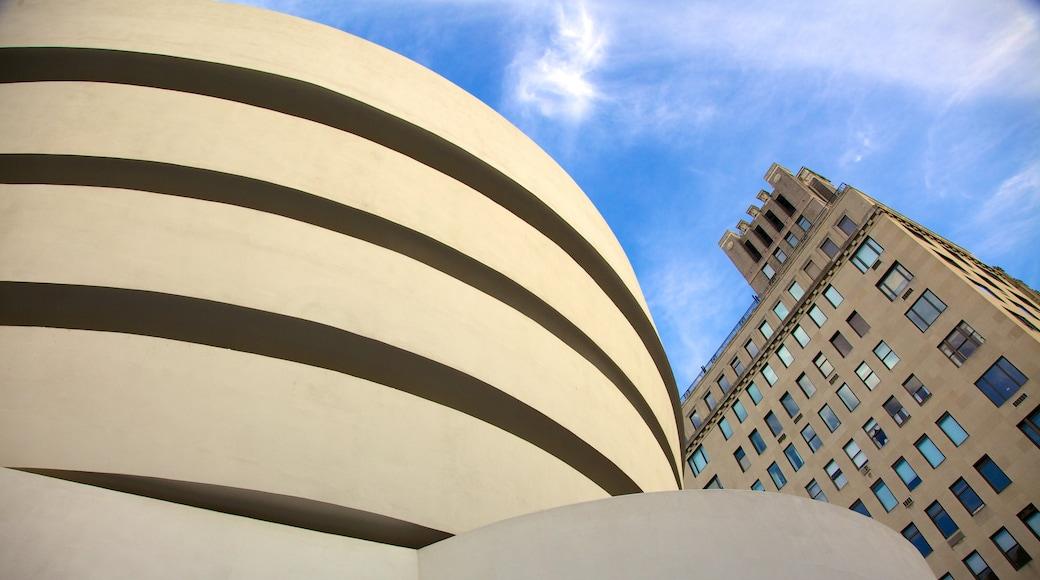 Solomon R. Guggenheim-museet som inkluderer by