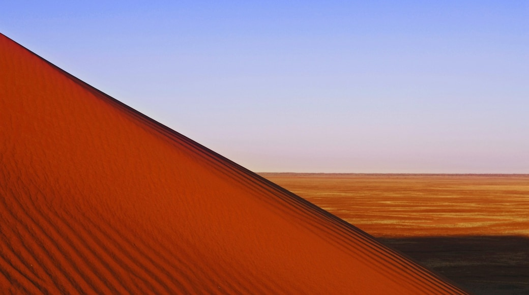 Red Centre showing desert views