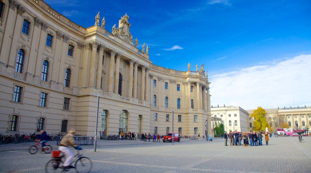 Bebelplatz das einen Fahrradfahren, historische Architektur und Stadt