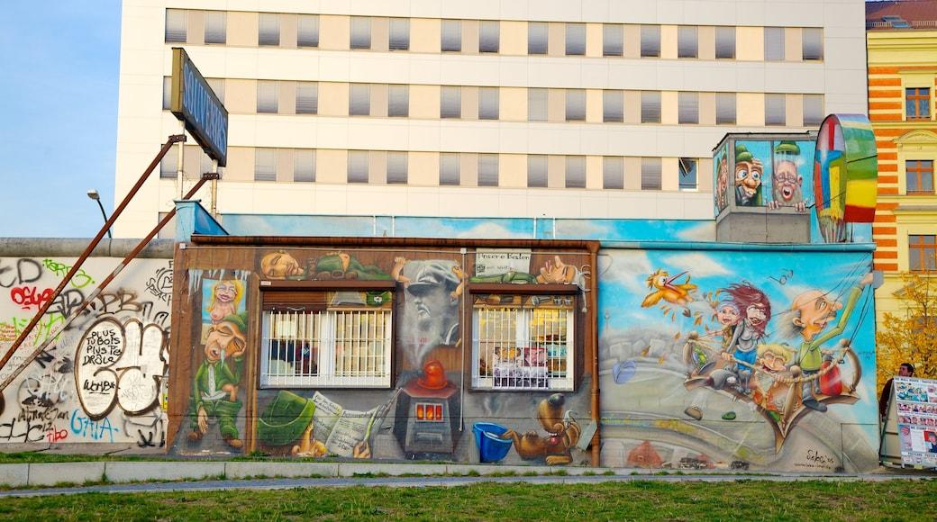 East Side Gallery mettant en vedette patrimoine historique et art en plein air