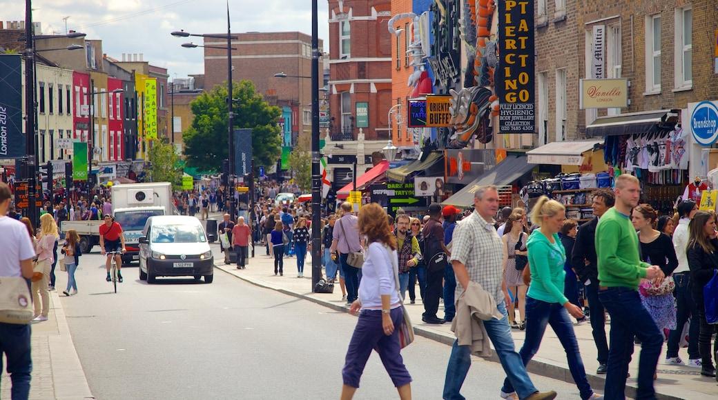 Camden Town presenterar gatuliv och affärsdistrikt såväl som en stor grupp av människor