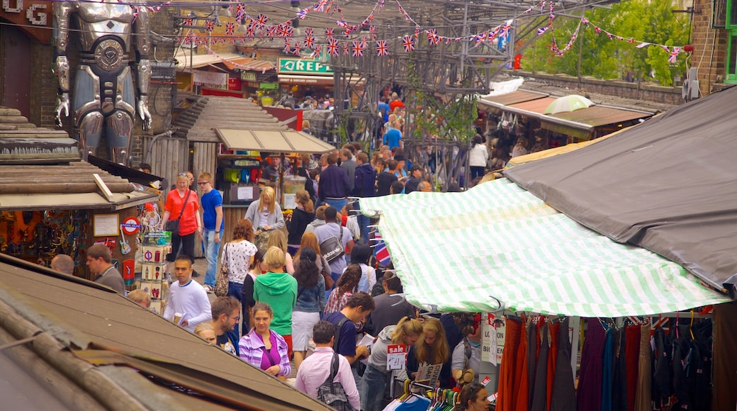 Camden Town featuring markets as well as a large group of people