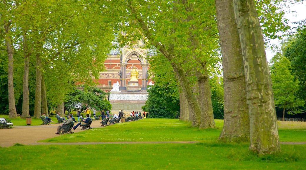 Albert Memorial showing a garden