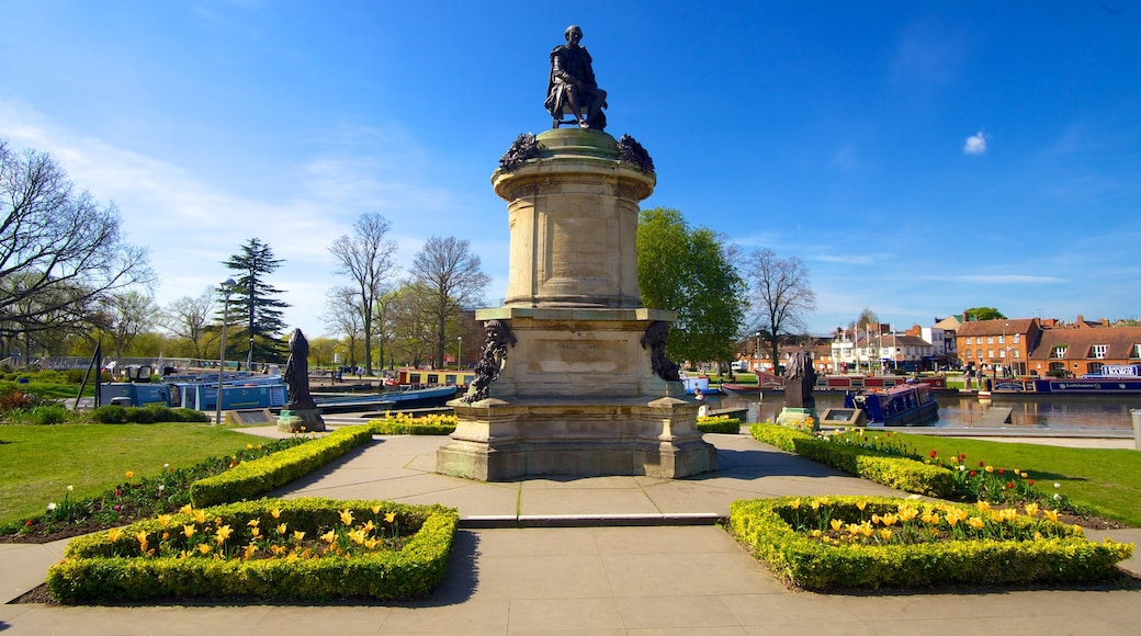 Stratford-upon-Avon which includes a park, a square or plaza and a monument