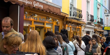 Notting Hill såvel som en stor gruppe mennesker