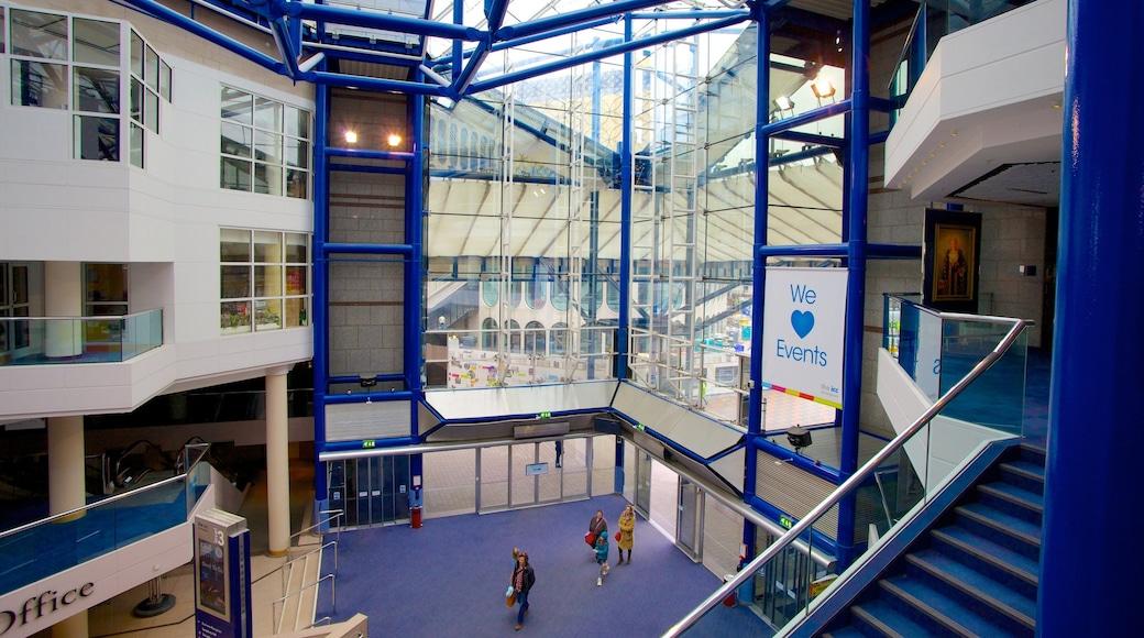 International Convention Centre som inkluderer innendørs og moderne arkitektur