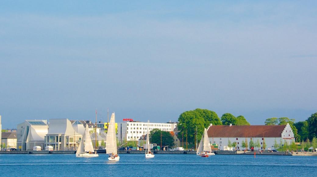 Aalborg og byder på en kystby, en bugt eller havn og sejlads