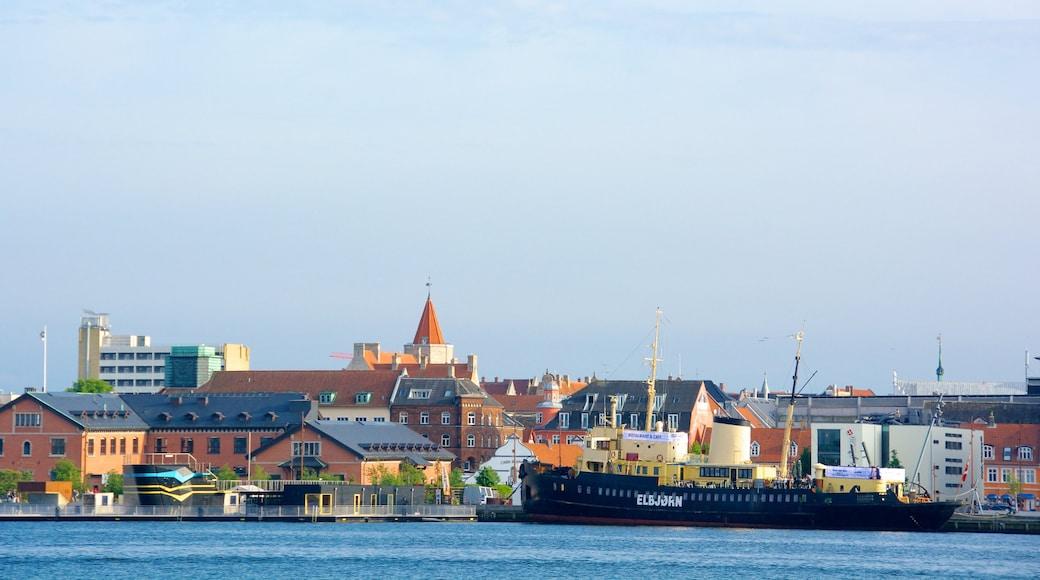 Aalborg og byder på en kystby, en bugt eller havn og bådsejlads