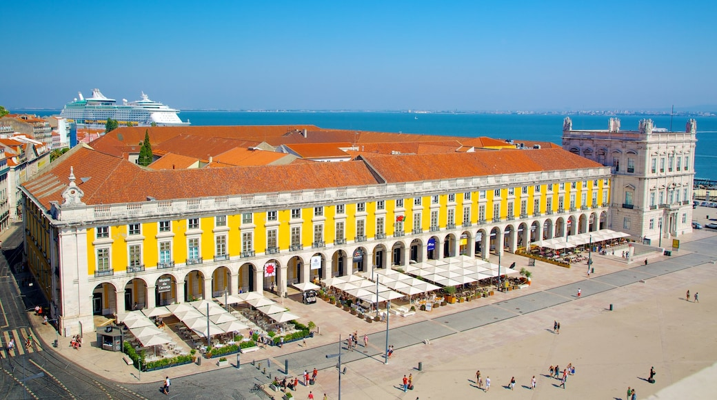 Piazza del Commercio mostrando piazza, architettura d\'epoca e città