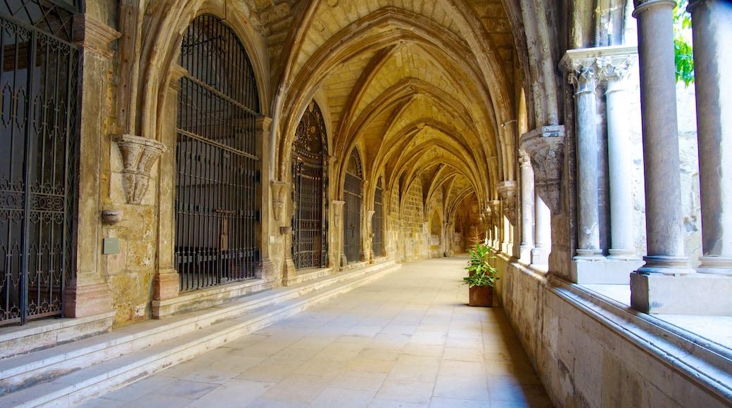 Catedral de Lisboa que inclui uma igreja ou catedral, arquitetura de patrimônio e aspectos religiosos