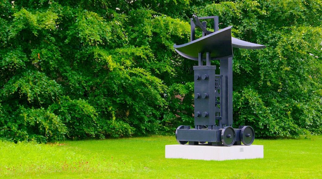 Billund showing outdoor art and a park