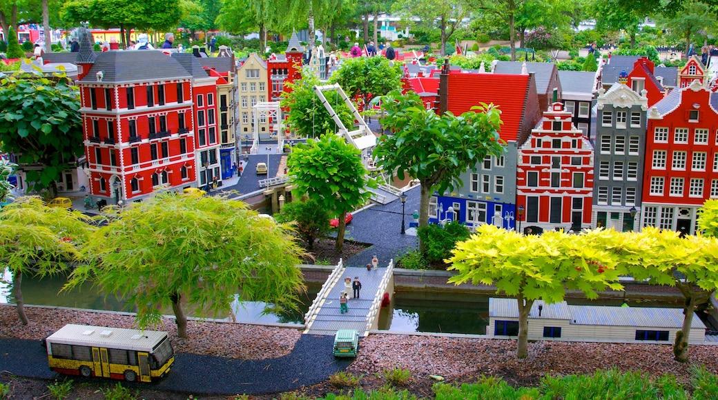Legoland som viser udendørs kunst og en have